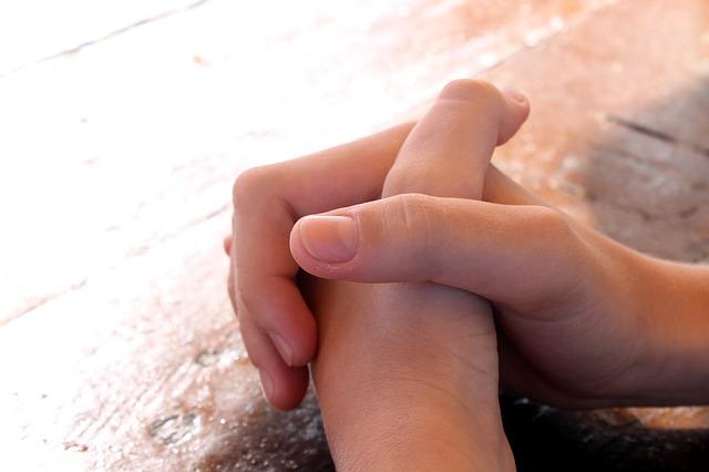 praying-614374_640