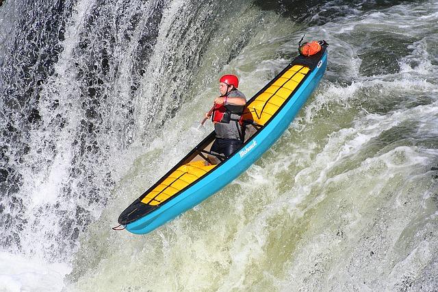kayaking-1122520_640