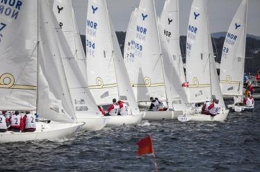 sailboats-696086_640